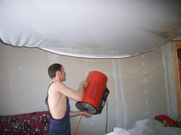 Что представляет собой натяжной потолок?