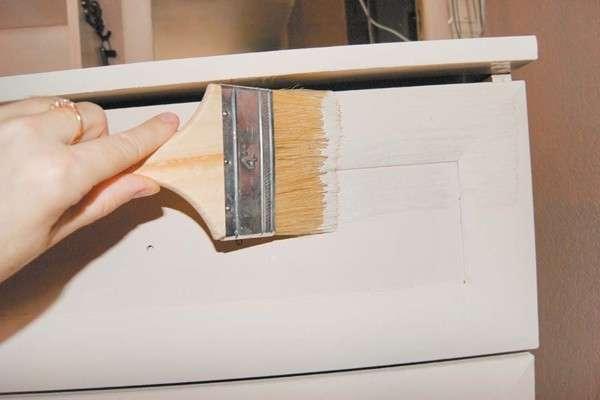 Чем перекрасить мебель своими руками