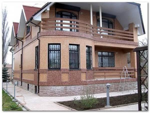 Фасады частных домов отделка короедом