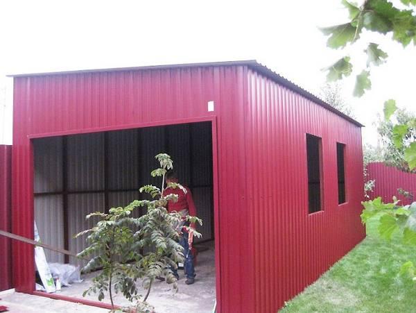 Как построить гараж из профлиста и поликарбоната красиво